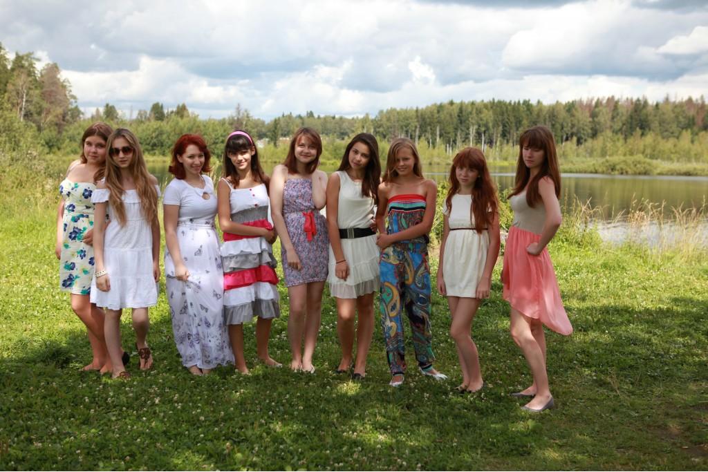 девушки в пионерлагере