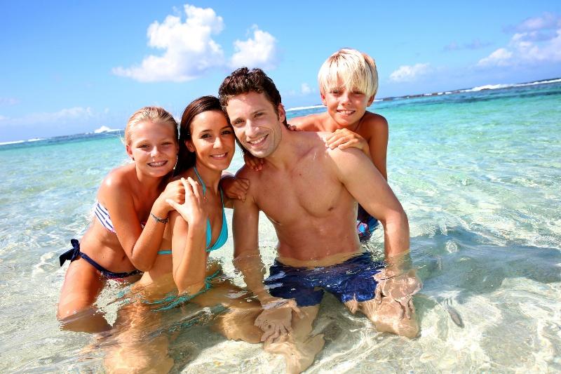 продажах дети на пляже фотографии семья и дети тереть или
